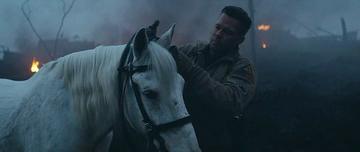 15. Американец снимает узды с лошади
