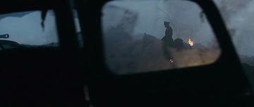 5. Вид из разбитого стекла, правой двери, машины